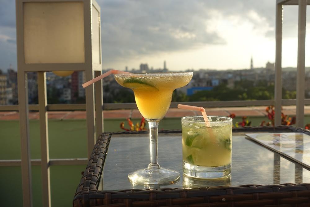Cocktails for sunset., sans internet.